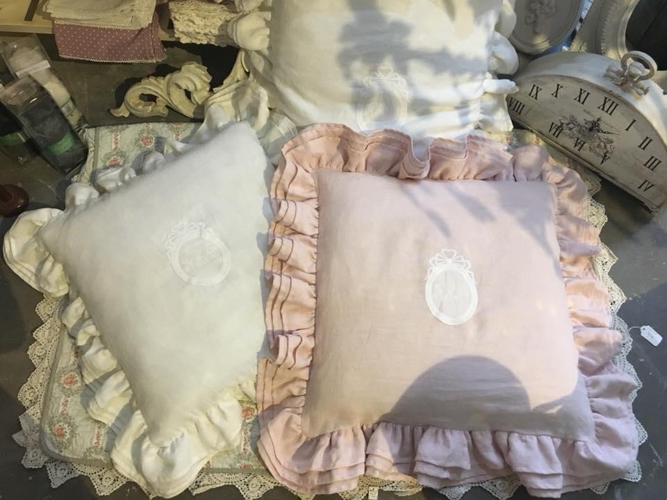 Coussin lin blanc lin lavé rose poudré coussin romantique et shabby