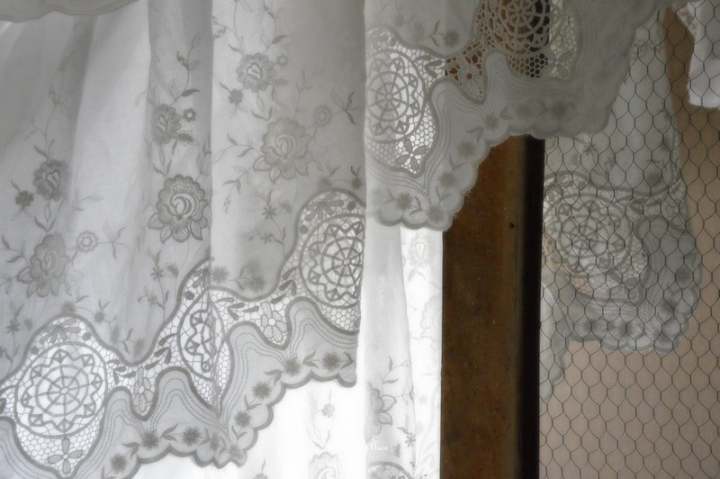 Dentelle de coton cache sommier dessus de lit chambre à coucher romantique et shabby chic confection sur mesure 1