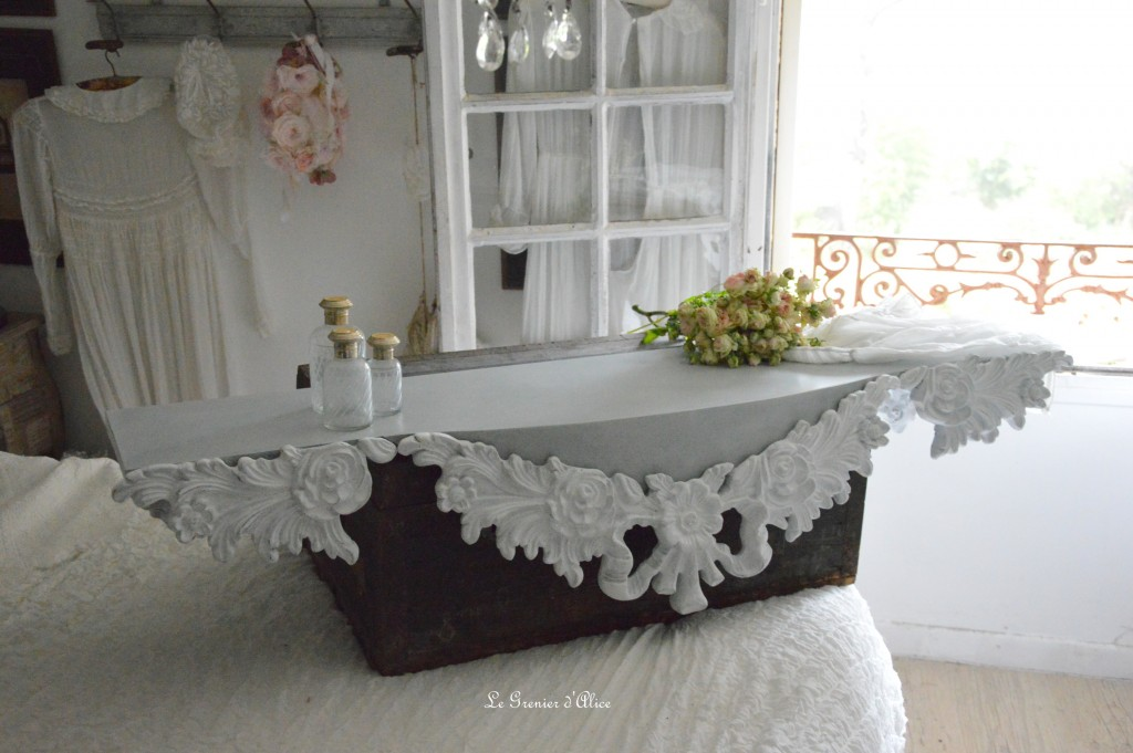 etag re sur mesure romantique shabby chic ornement gris. Black Bedroom Furniture Sets. Home Design Ideas