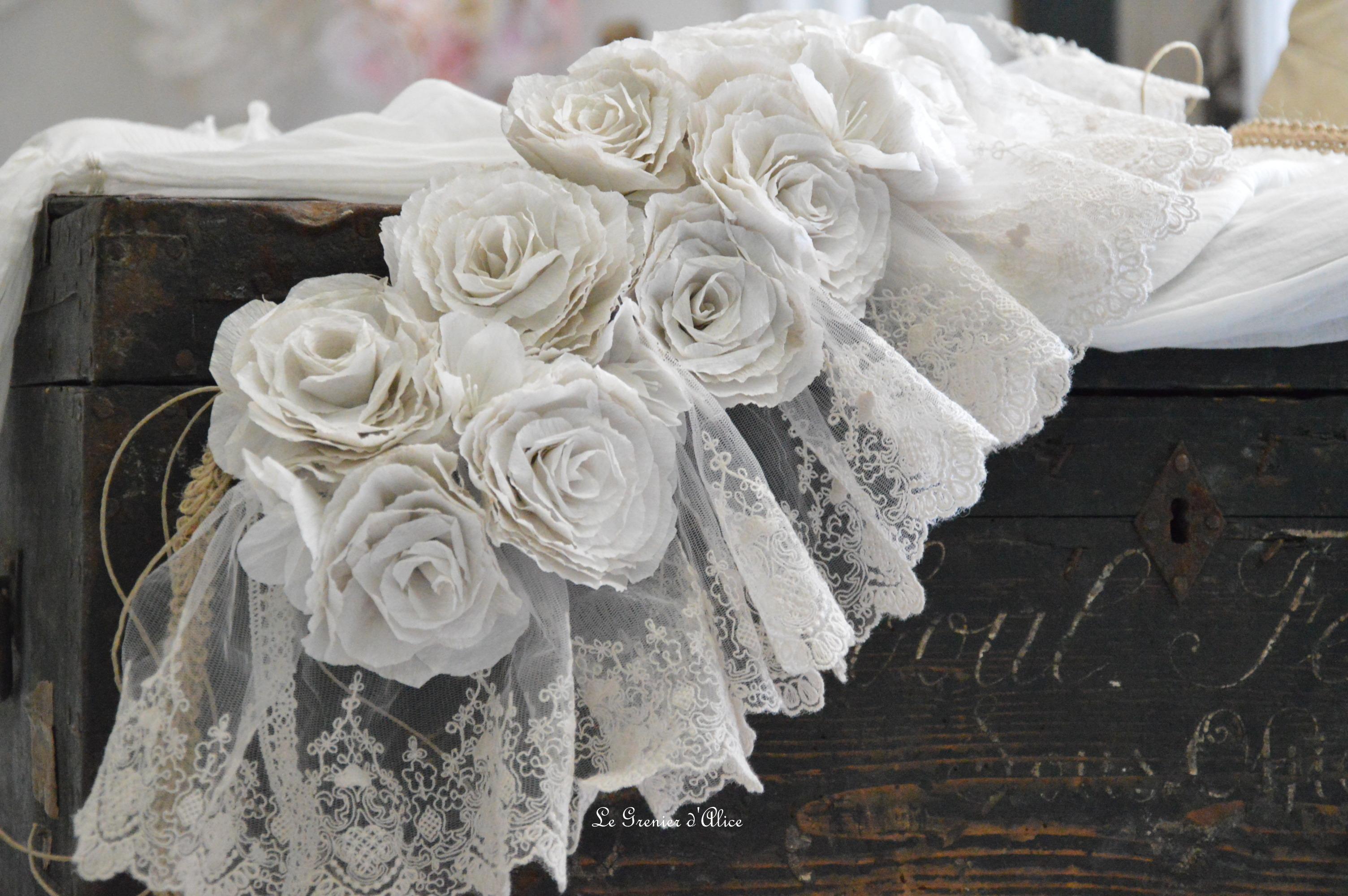 Guirlande rose papier crepon rose poudré couleur lin shabby chic romantique romantic rozen couronne rose dentelle voile mariée jute ruban 3
