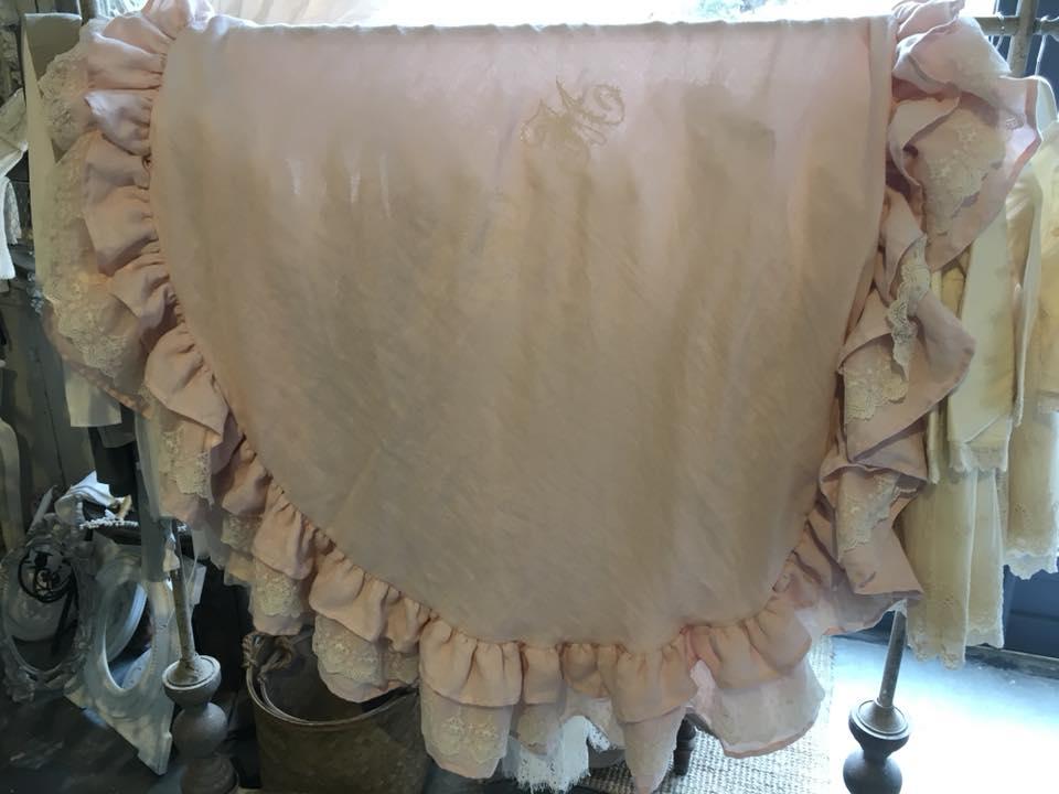 Nappe ronde brodée machine nappe shabby chic romantique en lin lavé rose poudré